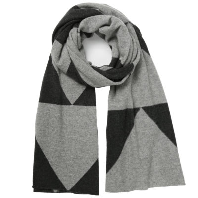 Madeleine-thompson-cashmere-scarf-grey-and-charcoal-chevron-loop